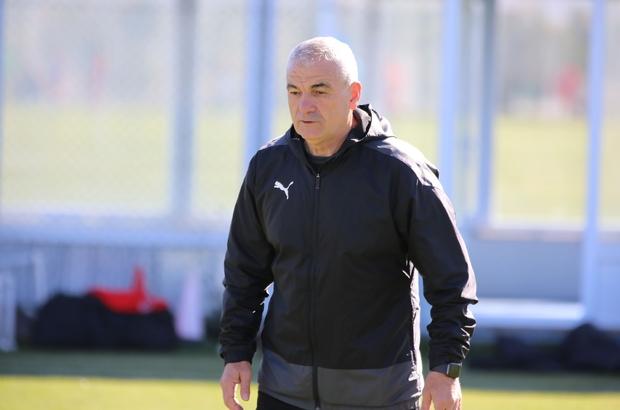 """Rıza Çalımbay: """"Altay maçında tek hedefimiz kazanmak"""" Sivasspor Teknik Direktörü Rıza Çalımbay: """"O pozisyona nasıl penaltı veriyorlar?"""" """"Hakemlerden her şeyi bekleyebiliyorum"""""""
