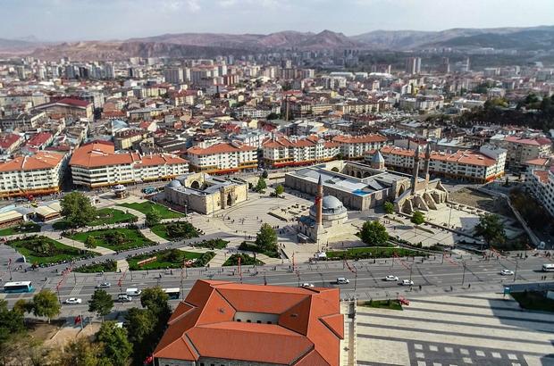 Sivas'a gelen turist sayısı arttı Sivas'a ağustos ayında gelen yerli turist sayısı geçen yılın aynı ayına göre yüzde 30,50, yabancı turist sayısı ise yüzde 70,53 oranında arttı